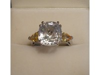 18ct white gold ring set with white and yellow sapphires