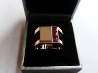 Yellow gold signet ring set with three rubies, split shank