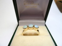 18ct yellow gold ring set with 3 opals