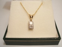 18ct gold necklet set with two Princess cut diamonds