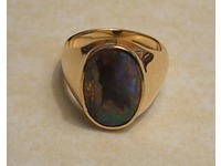 18ct yellow gold signet ring set with Australian opal